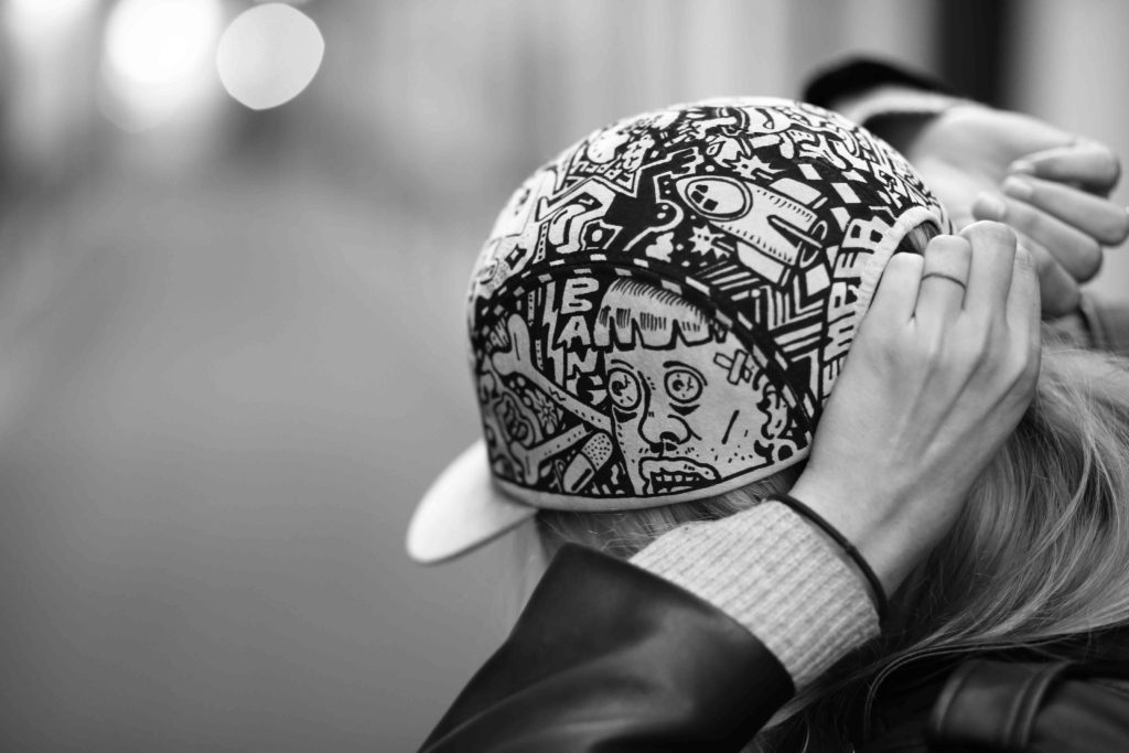 customisation casquette femme homme dessins street art graffiti mode